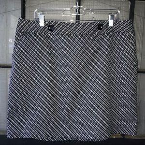 Worthington skirt, dk gray w/white diamond stripes
